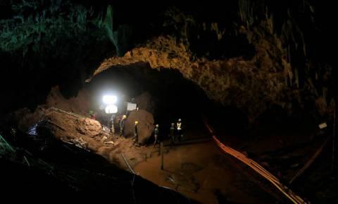 Ταϊλάνδη: «Αναπαράσταση» της επιχείρησης διάσωσης των 12 μαθητών μέσα από το σπήλαιο