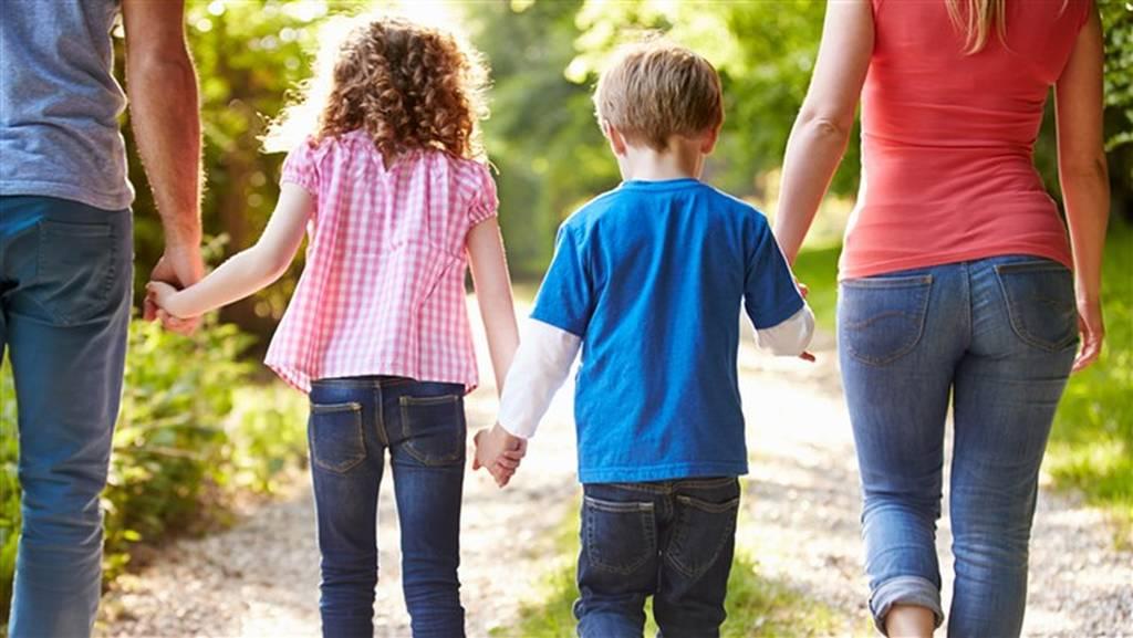 Απίστευτο: Πολύτεκνη οικογένεια θα πληρώνει 300 ευρώ στους γείτονες όταν τα παιδιά κάνουν φασαρία
