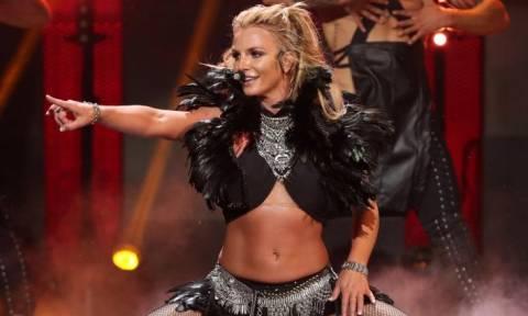 Britney Spears: Γιουχάρισμα σε συναυλία στη Βρετανία – Τι συμβαίνει με την υγεία της;