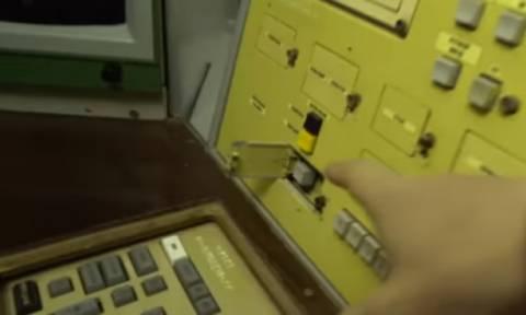 Έτσι είναι στην πραγματικότητα το κουμπί που μπορεί να καταστρέψει τον κόσμο! (vid)