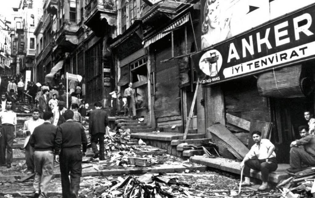 «Μαύρη» επέτειος: Σαν σήμερα το 1955 τα Σεπτεμβριανά και το αιματηρό πογκρόμ κατά των Ελλήνων (pics)