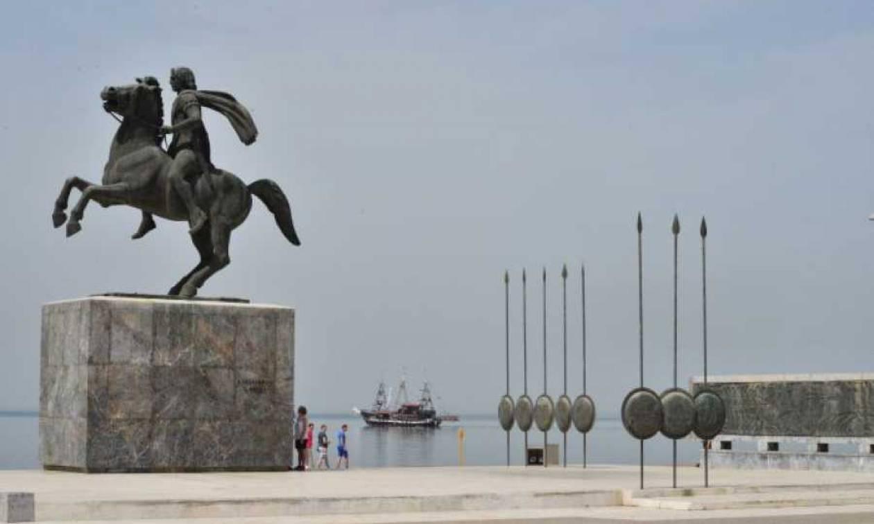Άγνωστοι βεβήλωσαν το άγαλμα του Μεγάλου Αλεξάνδρου στην παραλία της Θεσσαλονίκης (pics)