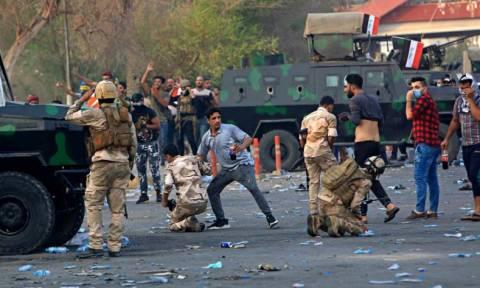 Ιράκ: Χάος με ένα νεκρό και 35 τραυματίες στις νέες διαδηλώσεις στη Βασόρα