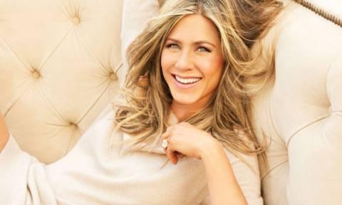 Ώπα, τι έχουμε εδώ; Είναι αυτή η πιο sexy casual εμφάνιση της Jennifer Aniston;