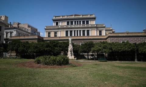 Στον Εισαγγελέα οι Βουλγάρες που βανδάλιζαν μουσεία - Κατέστρεψαν κι άλλο έκθεμα πριν συλληφθούν
