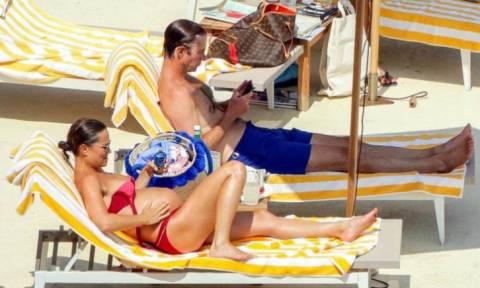 Η Pippa Middleton απολαμβάνει τις βουτιές της (pics)