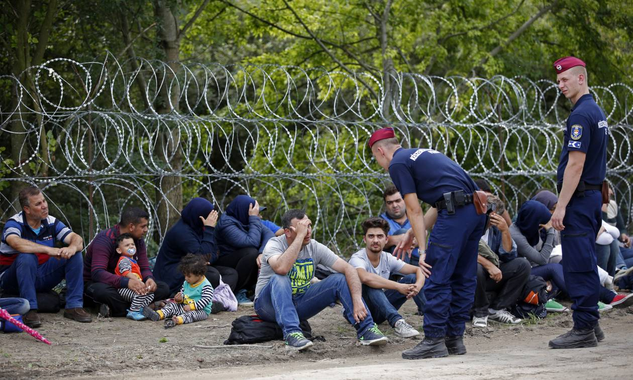 H Le Monde αποκαλύπτει: Οι διακινητές μεταναστών είναι συνήθως δημόσιοι υπάλληλοι (Vid)