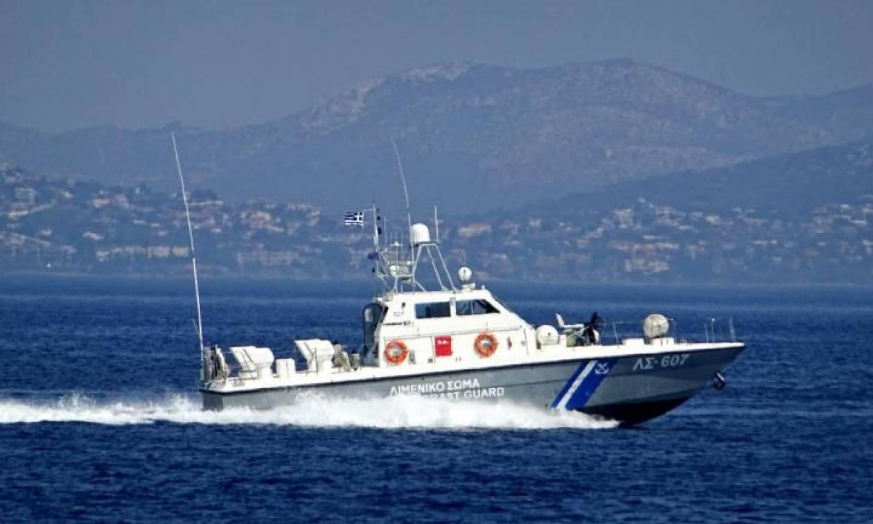 Χανιά: Σκάφος αποβίβασε σε παραλία της Κισσάμου 21 μετανάστες