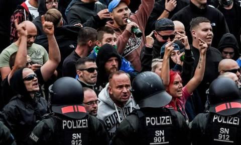 Ο ναζισμός «επιστρέφει» στη Γερμανία: Η Ακροδεξιά προσπαθεί να εκμεταλλευθεί την προσφυγική κρίση