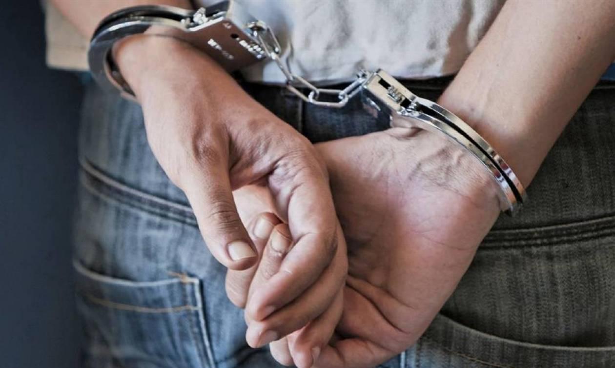 Χανιά: Συνελήφθη υπεύθυνος επιχείρησης ψιλικών που πουλούσε λαθραία τσιγάρα