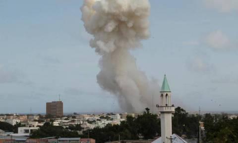 Σομαλία: Πολύνεκρη βομβιστική επίθεση στη Μογκαντίσου - Την ευθύνη ανέλαβε η αλ Σεμπάμπ