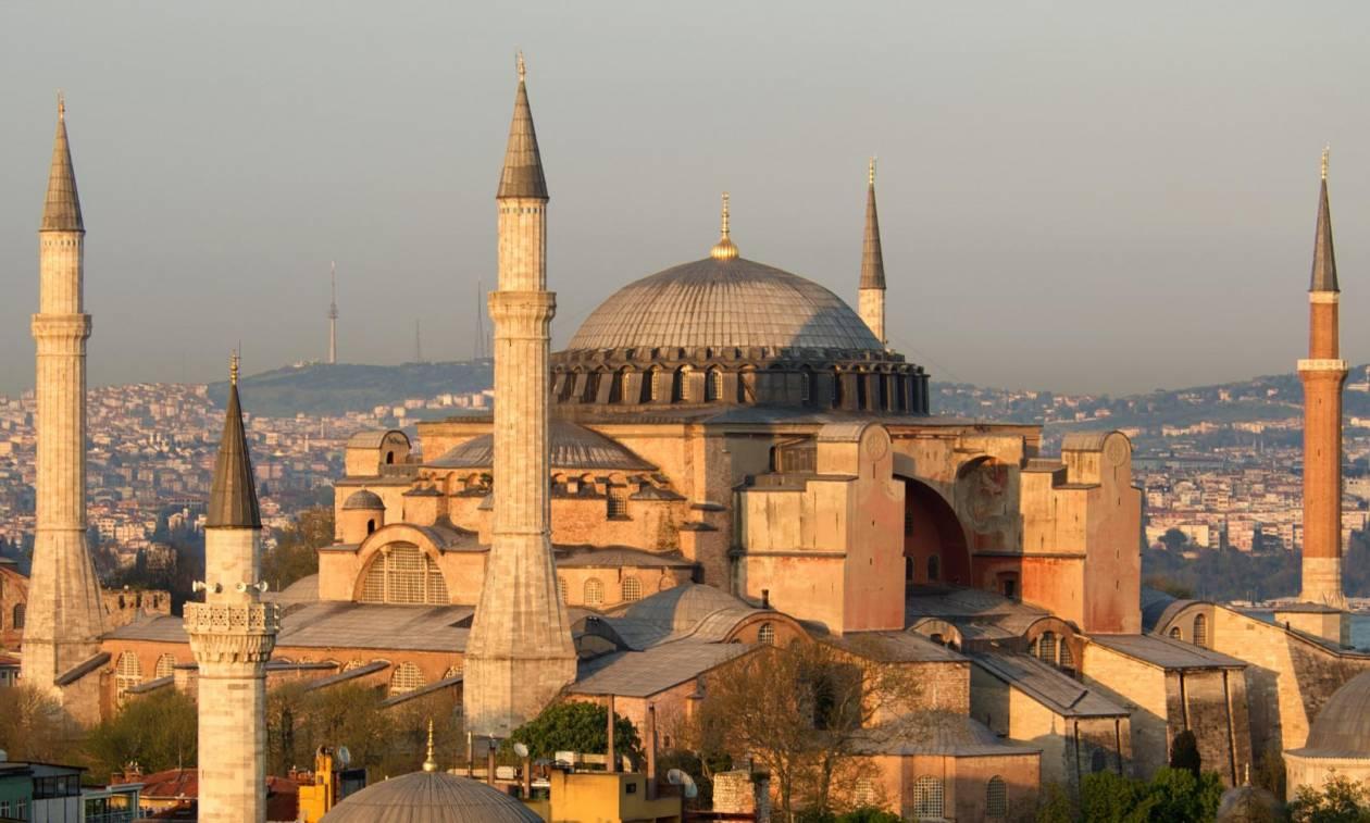 Αγωνία στην Χριστιανοσύνη: Σήμερα κρίνεται αν η Αγιά Σοφιά γίνει τζαμί