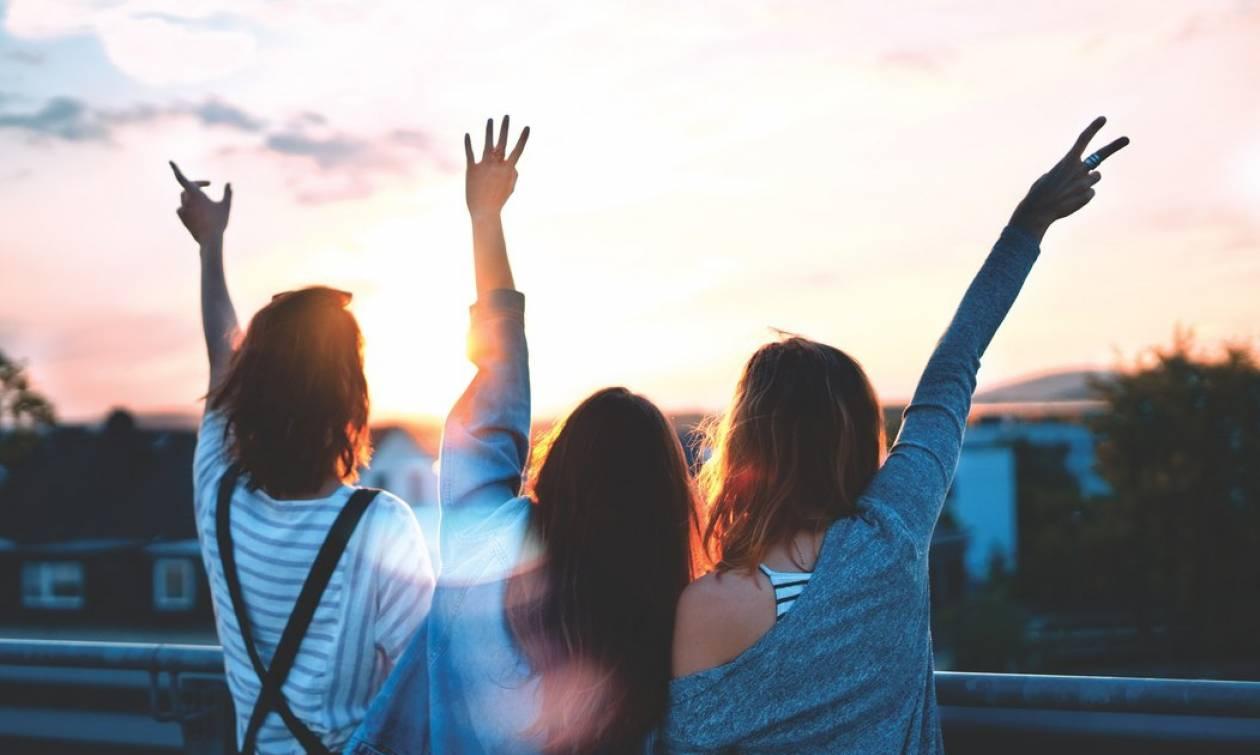 Τρεις δημιουργικοί τρόποι να μην χάσεις τους φίλους από το σχολείο σου