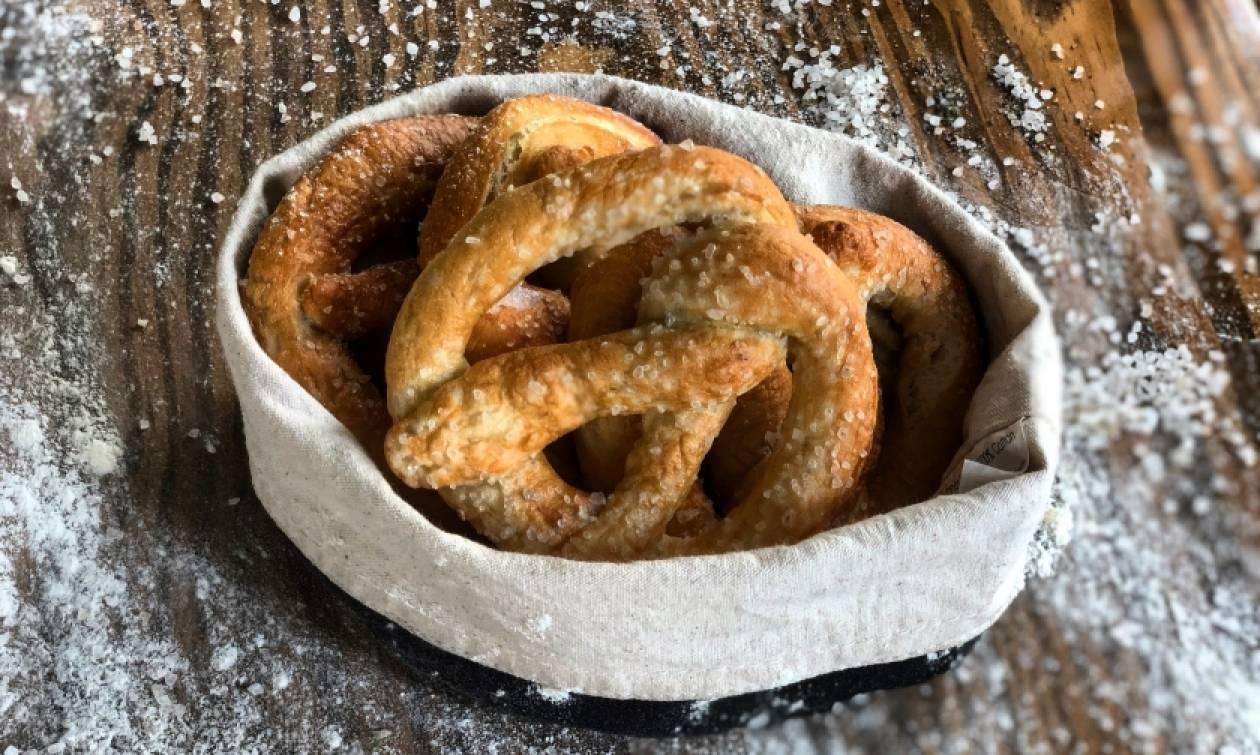 Σας αρέσουν τα Pretzel; Με αυτή τη συνταγή θα τα φτιάξετε στο σπίτι σας