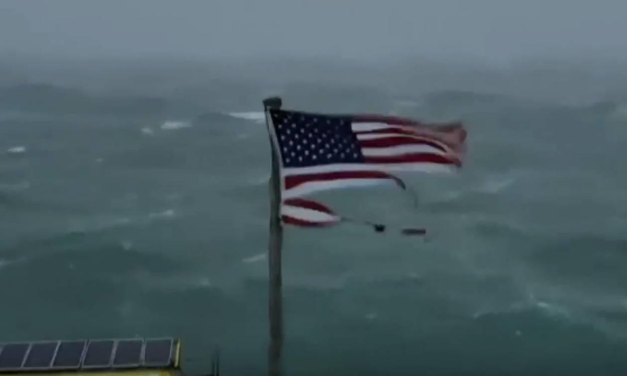 Ο καταστροφικός κυκλώνας Φλόρενς έφθασε στις ΗΠΑ: Δείτε LIVE εικόνα