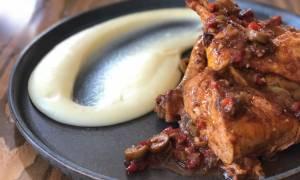 Σήμερα μαγειρέψτε φανταστικό κοτόπουλο κοκκινιστό με ελιές