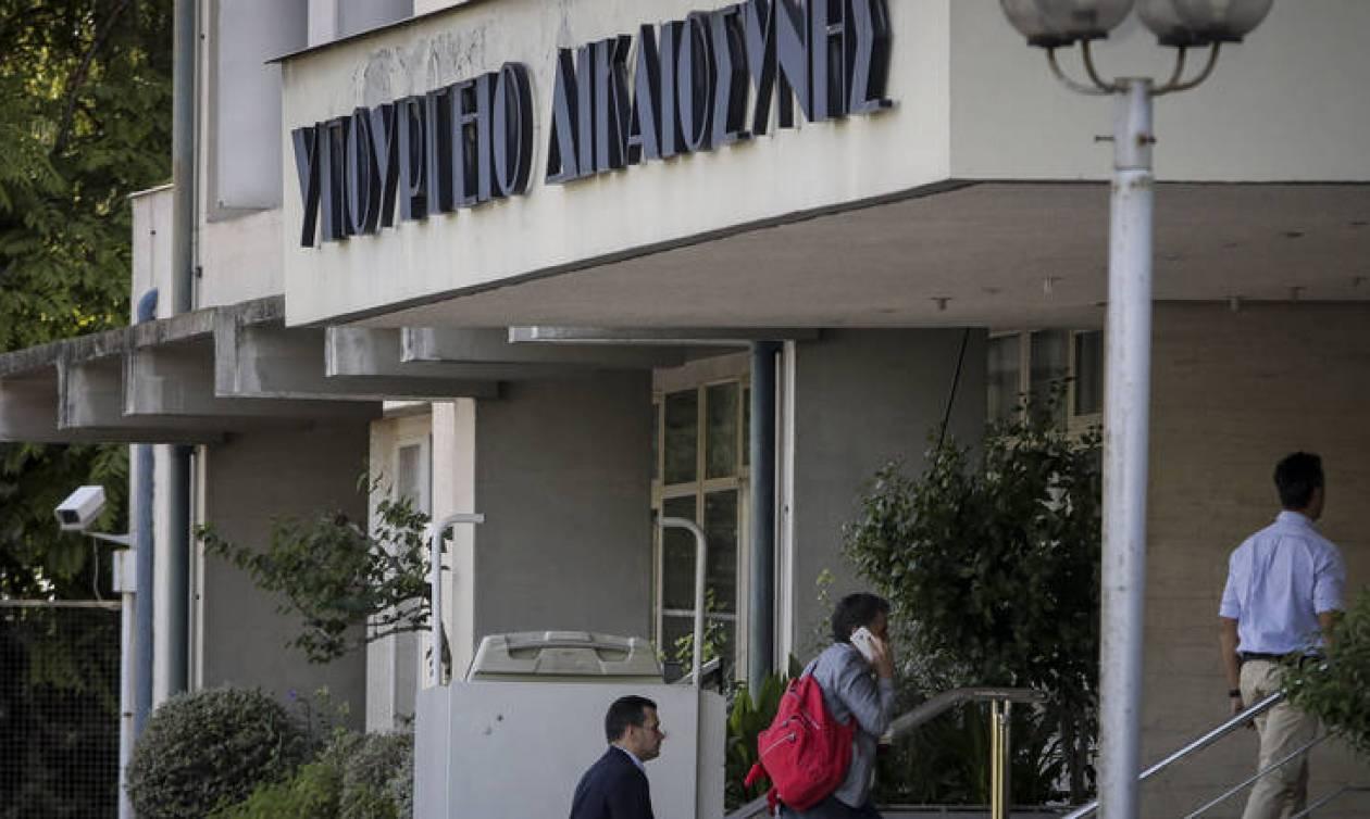Διαψεύδει και η κυβέρνηση τα περί συμφωνίας για τις συντάξεις
