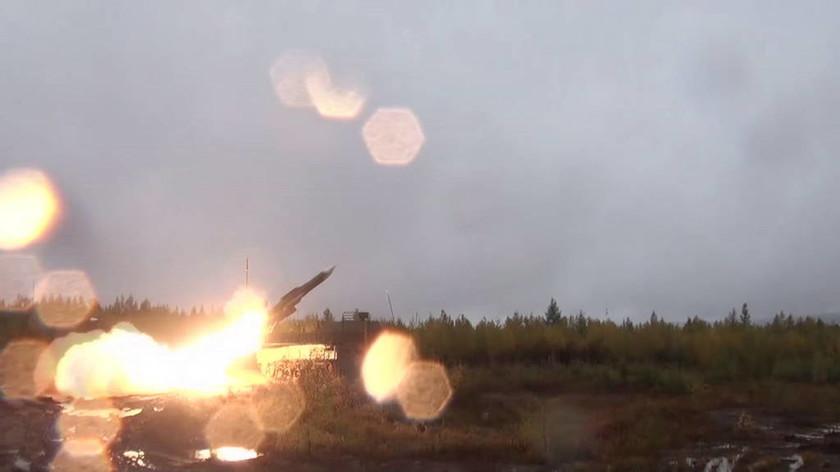 Αυτό είναι το νέο υπερόπλο του Πούτιν που χτυπά σαν «φάντασμα» από ψηλά (Vids)