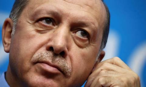 Φρούδες οι υποσχέσεις Ερντογάν για ευημερία: Παγώνει τις επενδύσεις για να μην βουλιάξει η οικονομία