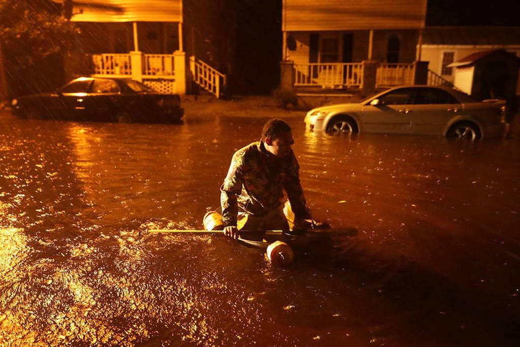 SOS για τον καταστροφικό κυκλώνα Φλόρενς: Προβλέπεται κατακλυσμιαία βροχή - Δείτε LIVE εικόνα