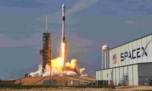 Η Space X βρήκε τον πρώτο της πελάτη για ταξίδι γύρω από τη Σελήνη με το νέο της γιγάντιο πύραυλο!