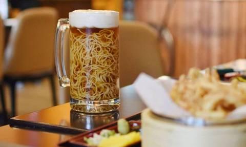 Αηδία: Δείτε τι έχουν βάλει μέσα σε αυτήν την «μπίρα»! (vid)