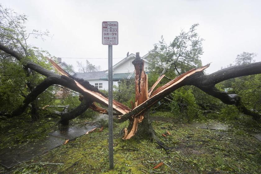 Στο «μάτι» του τυφώνα Φλόρενς οι ΗΠΑ: Εφτά νεκροί - Δεκάδες παγιδευμένοι από τις πλημμύρες (vids)