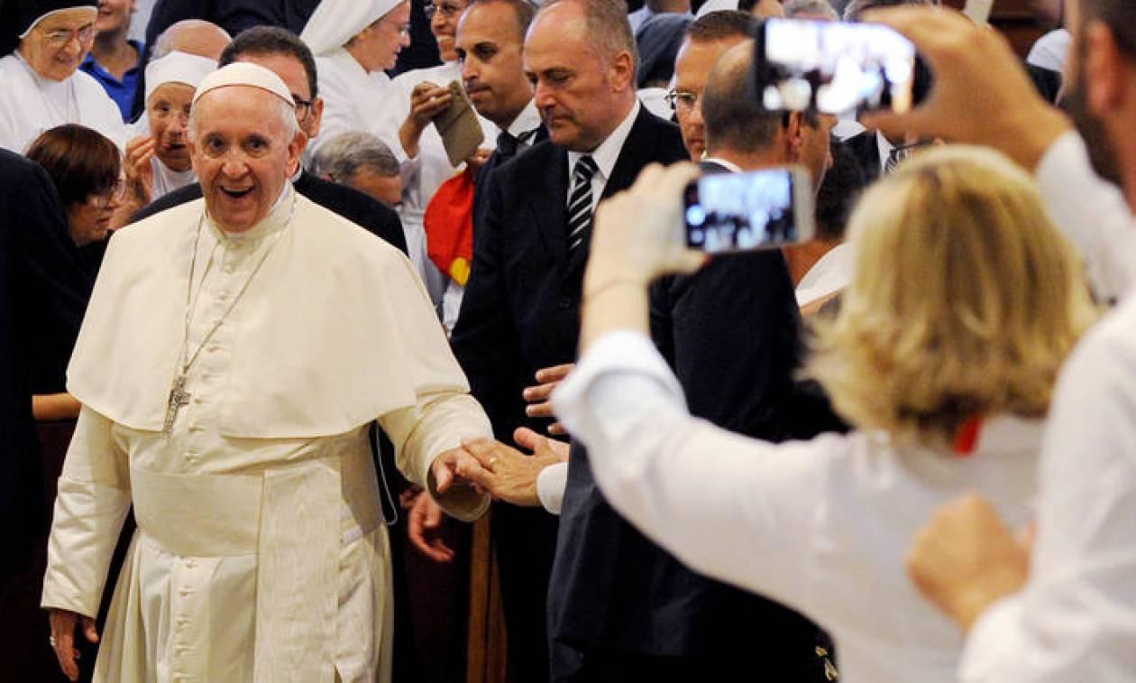 Ο Πάπας Φραγκίσκος τα «βάζει» με τη μαφία: Δεν μπορείτε να είστε και μαφιόζοι και χριστιανοί