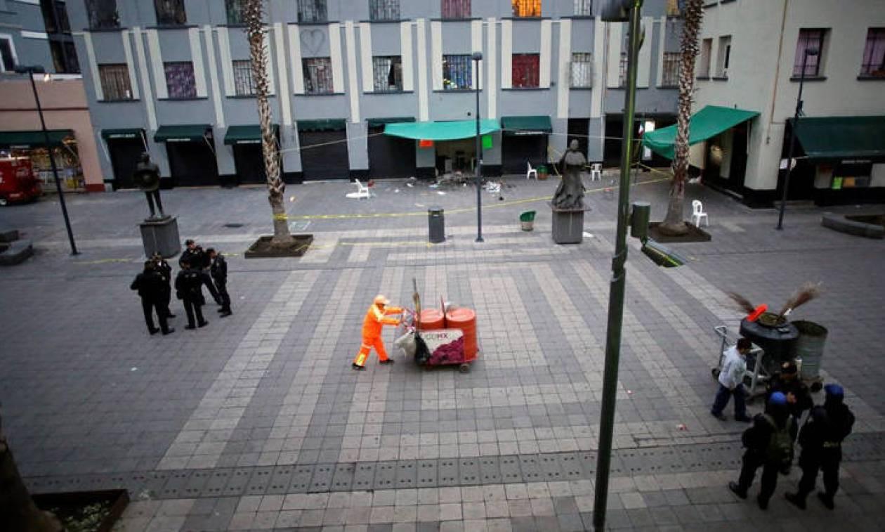 Μεξικό: «Ντύθηκαν» μουσικοί και σκόρπισαν το θάνατο σε πολυσύχναστη πλατεία - 5 νεκροί