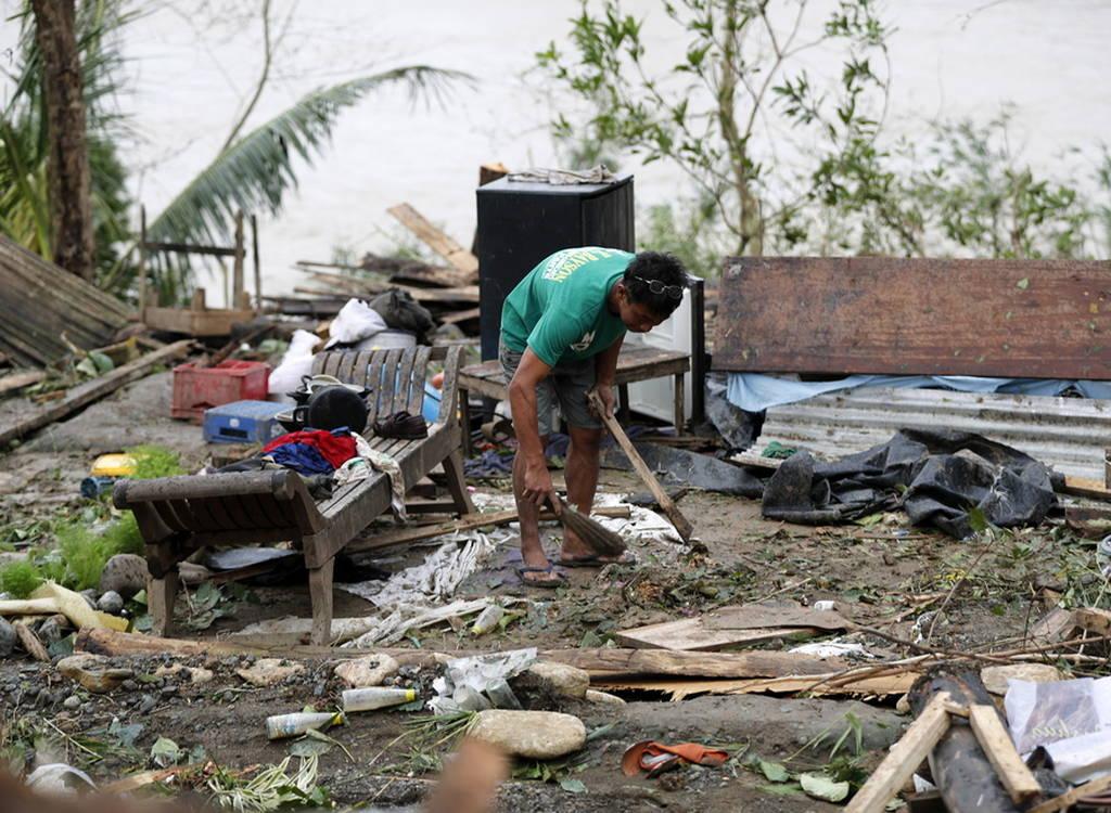 Φιλιππίνες: Αυξάνεται δραματικά ο αριθμός των νεκρών από τον υπερ-τυφώνα Μανγκούτ (pics+vids)