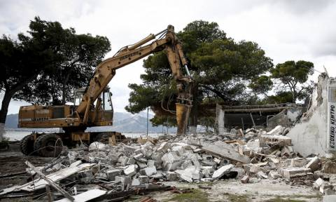 Κατεδαφίζονται δεκάδες αυθαίρετα σε Αιτωλοακαρνανία, Κορινθία, Κεφαλονιά και Αχαΐα