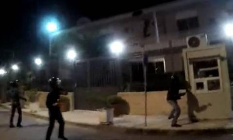 Ο Ρουβίκωνας «χτύπησε» στην πρεσβεία του Ιράν: Καρέ – Καρέ η επίθεση
