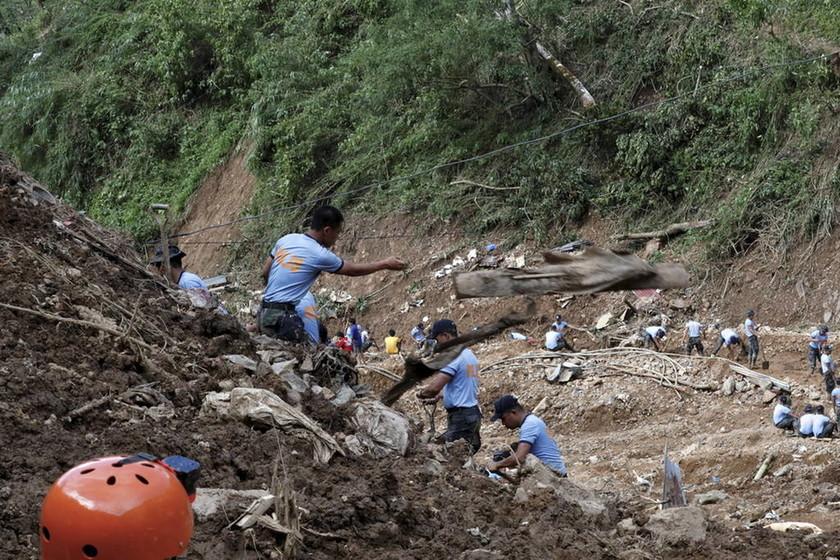 Δεκάδες νεκροί και χάος από τον υπερ-τυφώνα Μανγκούτ (pics+vids)