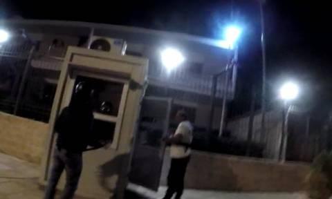 Ρουβίκωνας για την επίθεση στην πρεσβεία: «Μια χαρά αντέδρασε ο φρουρός! Να γάζωνε με το αυτόματο;»