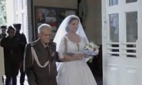 Δάκρυσαν και οι άγγελοι: 94χρονος συνόδευσε την εγγονή του στο γάμο της - 2 μέρες μετά πέθανε (vid)