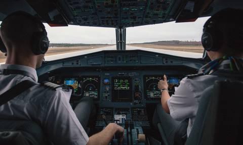 Απίστευτος πιλότος! Δείτε τι έκανε στους επιβάτες όταν καθυστέρησε η πτήση εξαιτίας του τυφώνα (vid)