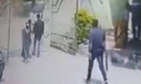 Βίντεο ΣΟΚ: Συγγενείς εγκύου γυναίκας δολοφόνησαν άγρια το γαμπρό μπροστά της γιατί ήταν ανέγγιχτος!