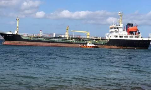 Μήλος: Αποκολλήθηκε το δεξαμενόπλοιο που προσάραξε στον Αδάμαντα