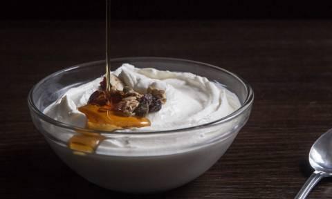 Το ελληνικό γιαούρτι έχει κάτι που το κάνει μοναδικό στον κόσμο και «τρελαίνει» τους επιστήμονες!