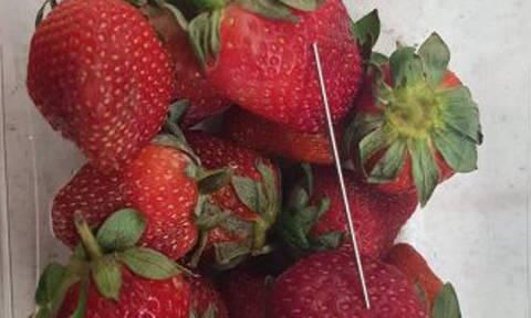Καλά κρατεί το θρίλερ με τις βελόνες σε φράουλες και μπανάνες που πουλούν στα σουπερμάρκετς
