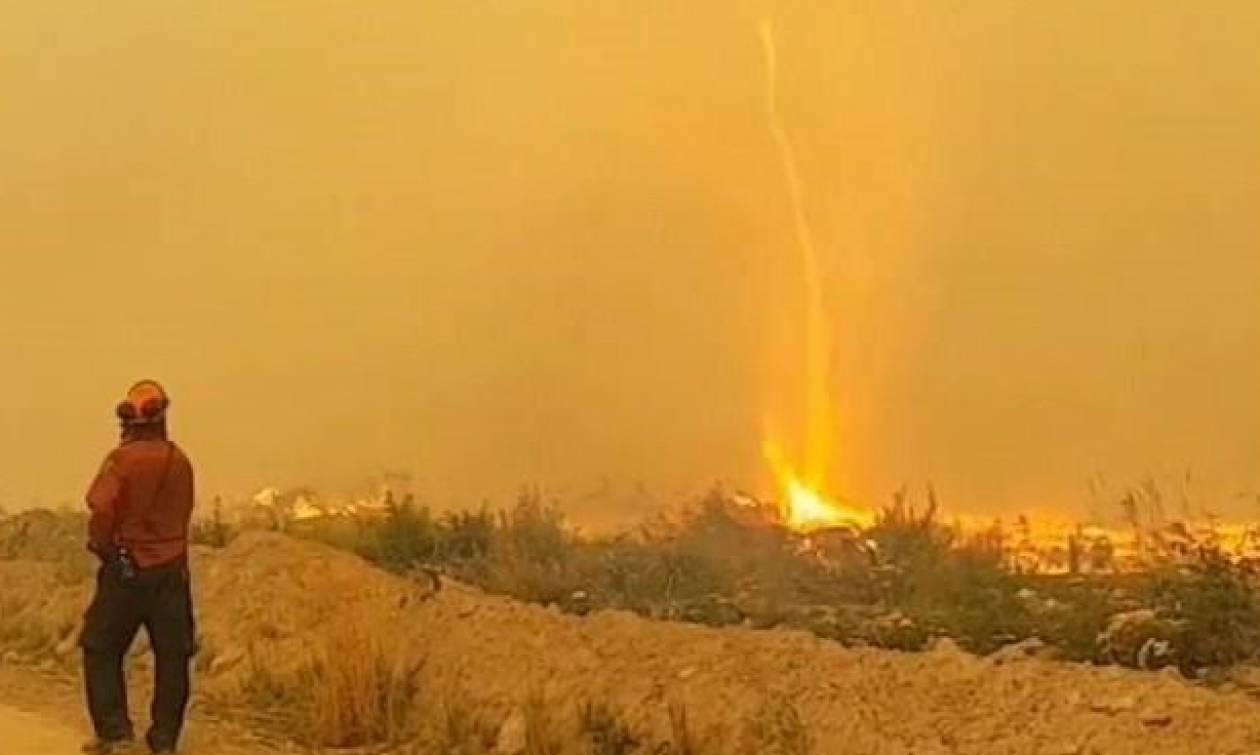Ασύλληπτο βίντεο: Στρόβιλος φωτιάς «ρουφάει» τη μάνικα πυροσβέστη!