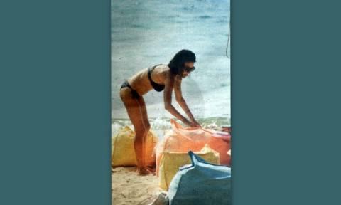 Η Μαρία Σολωμού «κόλασε» τη Σκιάθο με το καλλίγραμμο κορμί της