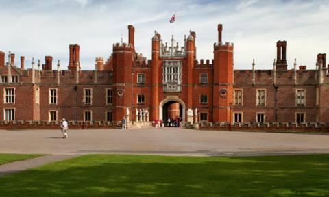 Θέλεις να νιώσεις βασιλιάς; Η Ελισάβετ κάνει ένα από τα παλάτια της, για ένα βράδυ ξενοδοχείο