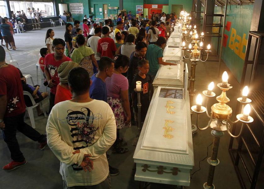 Κατολίσθηση - Φιλιππίνες: Μάχη με το χρόνο για εγκλωβισμένους - Επικοινωνούν με κινητό τηλέφωνο