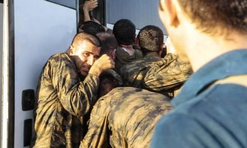 Βλέπει παντού εχθρούς ο Ερντογάν: Εξαπέλυσε νέο πογκρόμ κατά δεκάδων στρατιωτικών για το πραξικόπημα