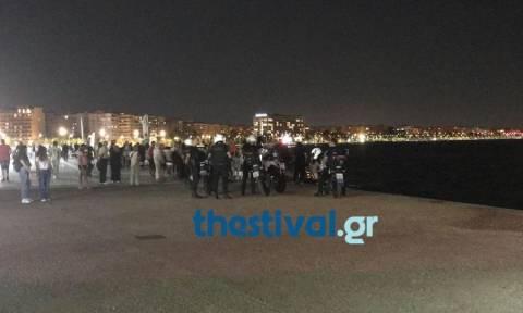 Θεσσαλονίκη: Έπεσαν στον Θερμαϊκό την ώρα που επιβιβάζονταν στο πλοίο «Κωνσταντής» (pics)