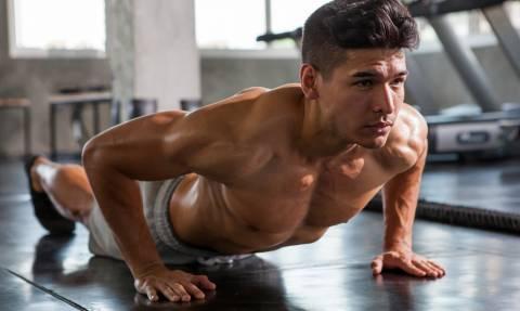 Οι 2 απλές ασκήσεις που μπορούν να «τεντώσουν» το κορμί σου!