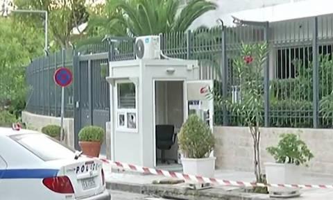 Το δράμα του φρουρού της πρεσβείας του Ιράν: «Παγώνει» η μετάθεση μετά το θάνατο της συζύγου του