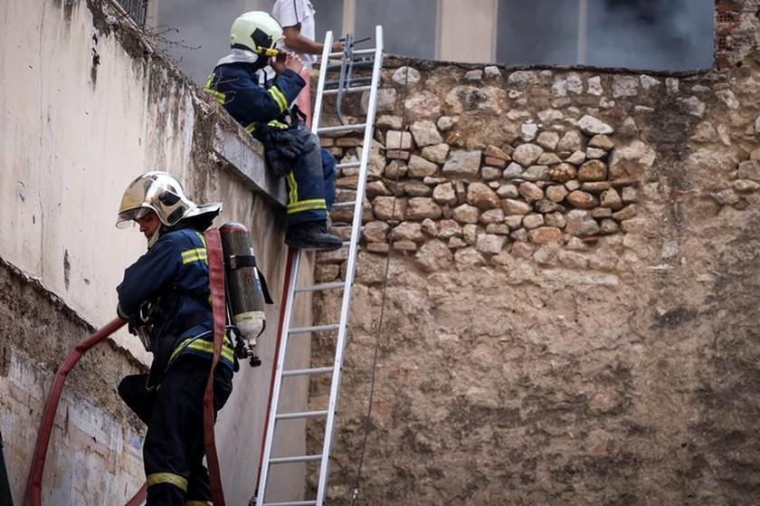 Φωτιά: Οι πρώτες εικόνες από τη μεγάλη πυρκαγιά στο κέντρο της Αθήνας (pics)