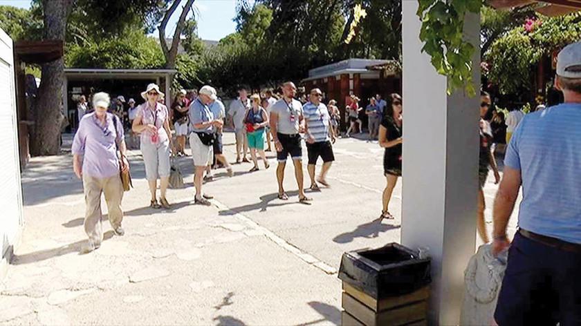 Κνωσσός: Σκηνικό για γέλια και για κλάματα-Τι αντίκρυσαν οι τουρίστες!